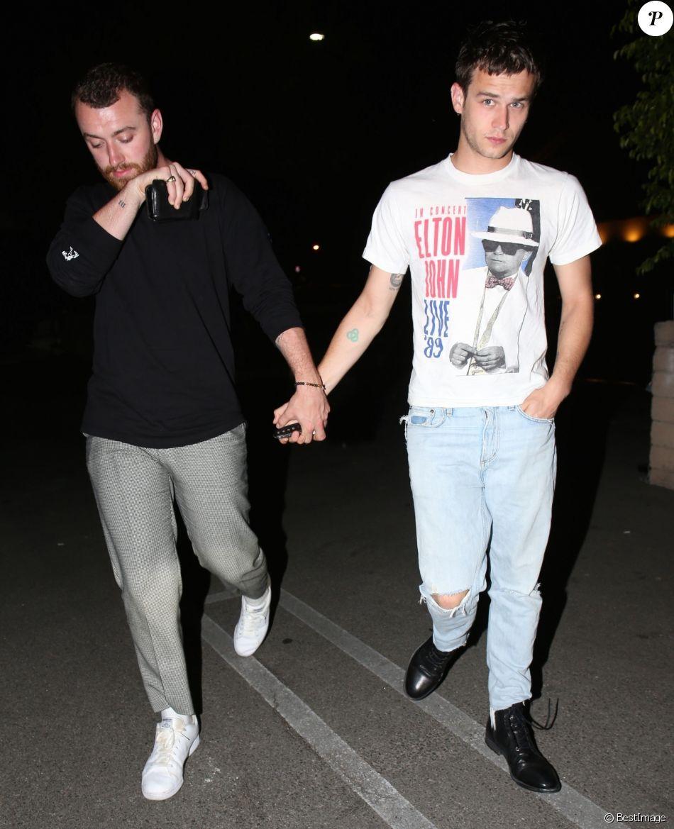 Exclusif - Sam Smith et son compagnon Brandon Flynn se baladent main dans la main dans les rues de Beverly Hills après un diner romantique au restaurant Matsuhisa, le 5 juin 2018