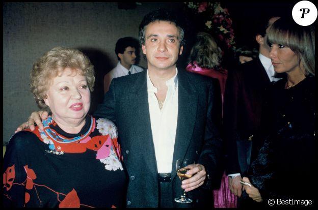 Michel Sardou et la comédienne Jackie Sardou, sa maman - Concert de Michel Sardou au Palais des Congrès de Paris en 1985.