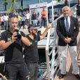 """Les troisièmes Fabrice Amedeo et Eric Peron, Bernard d'Alessandri (directeur du Yacht Club de Monaco) - Le prince Albert II de Monaco accueille les vainqueurs du """"Monaco Globe Series"""" sur le quai du Yacht Club à Monaco le 7 juin 2018. © Olivier Huitel/Pool Monaco"""