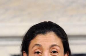 Ingrid Betancourt, déguisée en nonne dans une émission d'humour ! Ça vaut le détour ! Regardez...