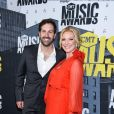 Josh Kelley, sa femme Katherine Heigl lors des ''2017 CMT Music awards'' au Music City Center à Nashville, le 7 juin 2017.