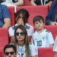 Antonella Roccuzzo (femme de Lionel Messi) et son fils Thiago lors de France-Argentine en 8e de finale de la Coupe du monde à Kazan en Russie le 30 juin 2018 © Cyril Moreau/Bestimage