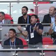 Diego Maradona et sa compagne Rocio Oliva lors de France-Argentine en 8e de finale de la Coupe du monde le 30 juin 2018 à Kazan en Russie.