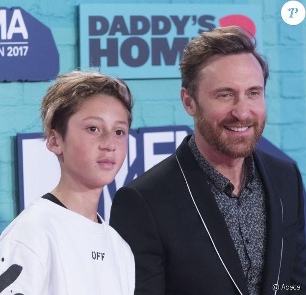 David Guetta et son fils Elvis lors des EMA Awards en novembre 2017, à Londres.