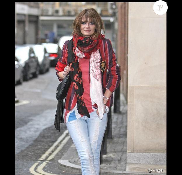 Mischa Barton lors d'un photocall à Londres pour le lancement de sa ligne de sacs à main le 21 avril 2009