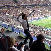 Emmanuel Macron euphorique : Baiser fougueux avec Brigitte