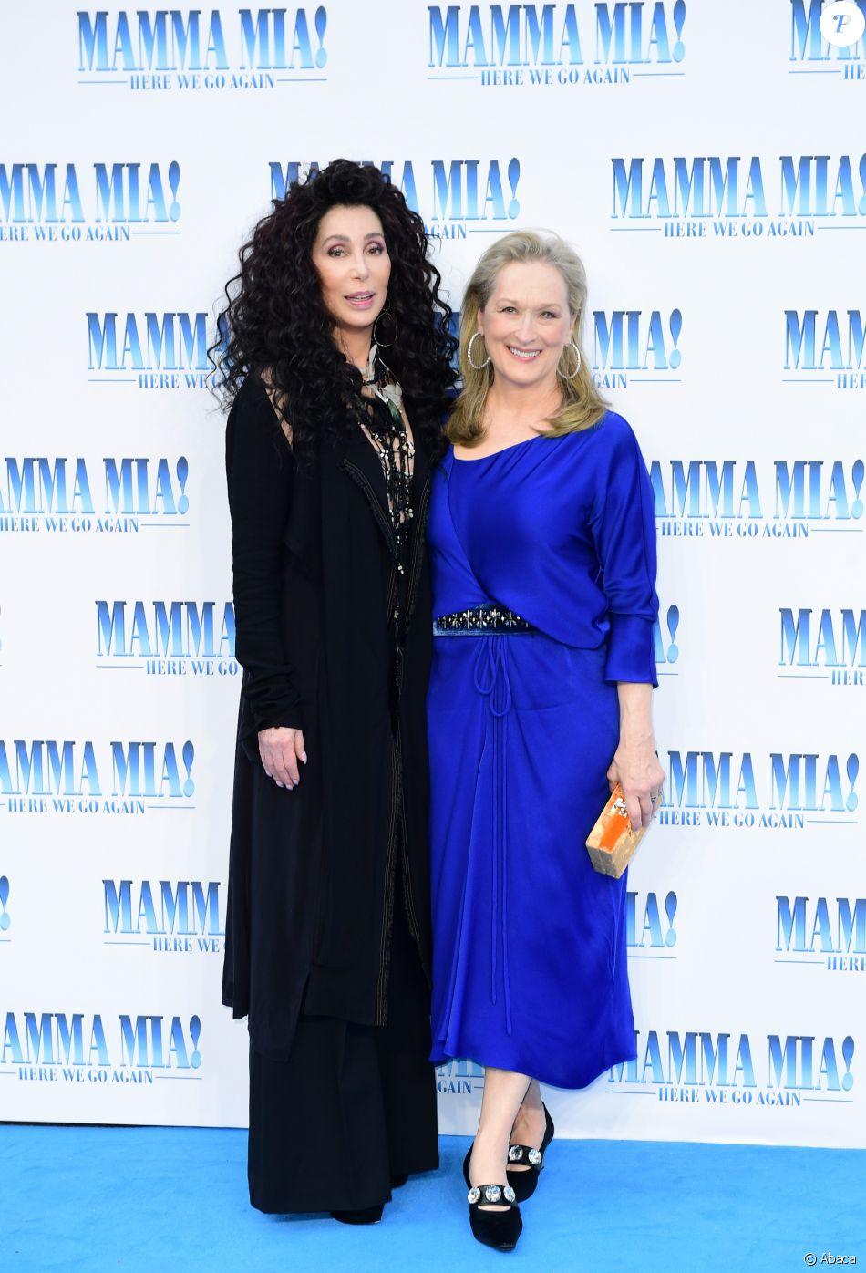 """Cher et Meryl Streepà la première de """"Mamma Mia! Here We Go Again"""" au cinéma Eventim Apollo à Londres, le 16 juillet 2018."""
