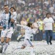 Gareth Bale et ses filles Alba Violet, Nava Valentina - Les joueurs du Real Madrid et leur entraîneur Z. Zidane fêtent leur victoire en ligue des Champions à Madrid devant leur public le 27 mai 2018.