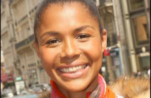 Ayo, super look et le sourire dans les rues de Paris... et sur le plateau de Nikos ! Regardez ! (réactualisé)