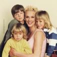 Brigitte Nielsen poste une photo d'archive avec ses garçons sur Instagram, mai 2018.
