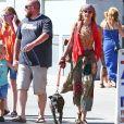 Paris Jackson promène son chien koa et retrouve des amis pour déjeuner à Venice à Los Angeles, le 23 juillet 2018