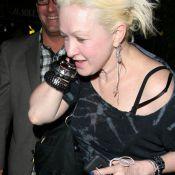 Cyndi Lauper : ça, c'est ce qu'on appelle une fin de soirée... difficile ! Aie !
