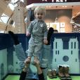 Natasha St-Pier et son fils en pleine séance de yoga. Février 2018.