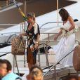 Melanie Page, Claude Deschamps sont de retour en bateau sur le port de Saint-Tropez le 30 juillet 2018.