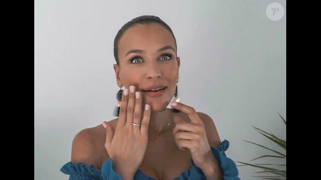 Julie Ricci fiancée à Pierre-Jean Cabrière - Instagram, 02 août 2018