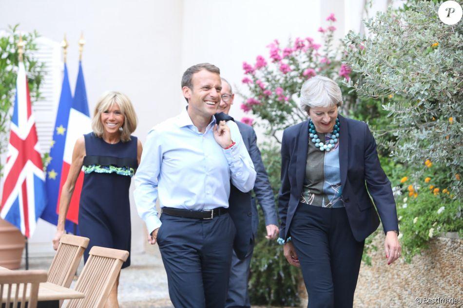 Le président Emmanuel Macron et sa femme la première dame Brigitte Macron reçoivent la première ministre britannique Theresa May et son mari Philip May au Fort de Brégançon le 3 août 2018. © Franz Chavaroche / Nice Matin / Bestimage