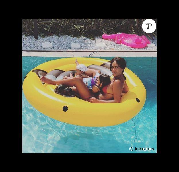 Amel Bent avec ses filles Sofia et Hana sur une photo publiée sur Instagram le 4 août 2018.