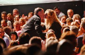 Jean-Marie Bigard amoureux : Il embrasse sa femme Lola Marois en plein spectacle