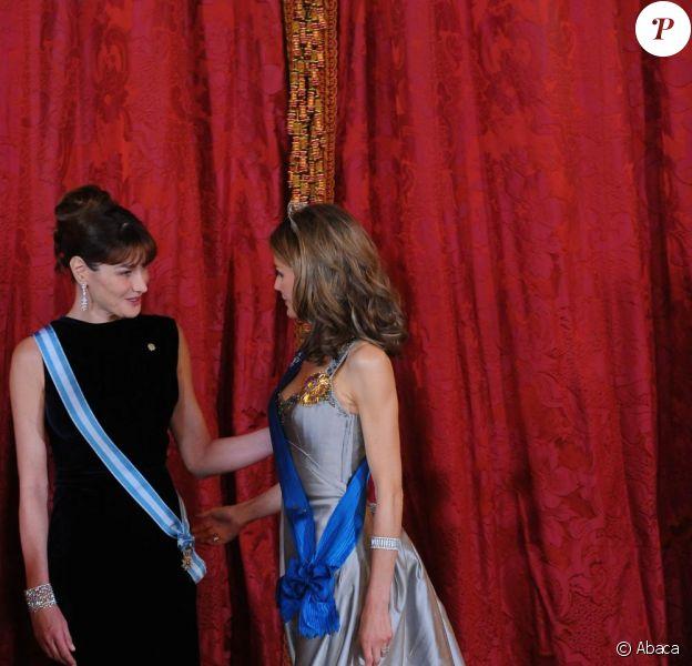 Carla Bruni, Nicolas Sarkozy, Letizia d'Espagne et son époux Felipe assistent au dîner d'Etat offert par la reine Sofia et le roi Juan Carlos. 27/04/09