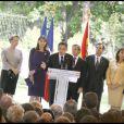 Carla Bruni et Nicolas Sarkozy, aux côtés de Michèle Alliot-Marie et de Bernard Kouchner à la réception pour les membres de la communauté française à Madrid. 27/04/09