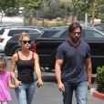 Exclusif - Denise Richards se balade avec ses enfants Lola Rose Sheen et Eloise Joni Richards accompagnée de son compagnon Aaron Phypers à Malibu, le 20 août 2018