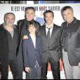 Jean-Marie Bigard et l'équipe du film à la première du film  Le Missionnaire . 28/04/09