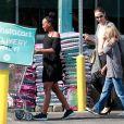 Exclusif - Angelina Jolie a été aperçue en train de faire des courses au Whole Foods Market avec ses enfants Knox, Vivienne et Zahara lors d'une journée en famille à West Hollywood le 13 août 2018.