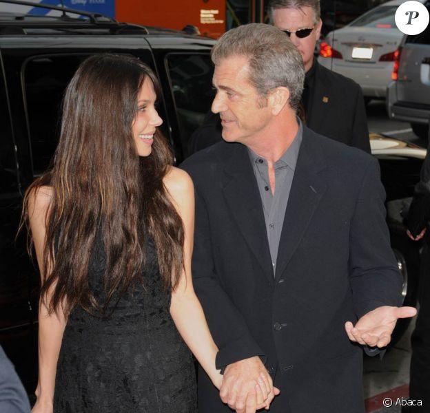 """Mel Gibson et sa nouvelle petit amie Oksana, lors de l'avant-première de """"Wolverine"""", le 28 avril 2009, au Mann's Chinese Theatre de Los Angeles !"""