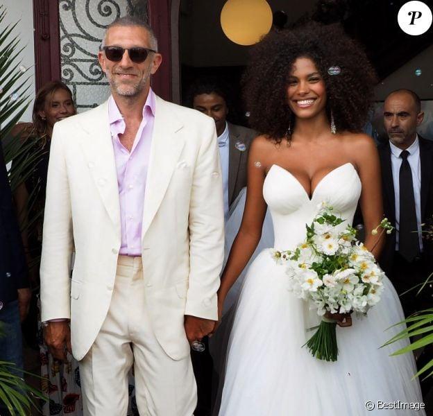 Sortie des mariés lors du mariage civil de Vincent Cassel et Tina Kunakey à la mairie de Bidart le 24 août 2018. © Patrick Bernard / Guillaume Collet / Bestimage