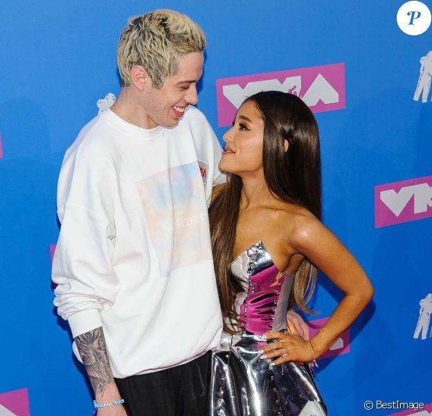 Ariana Grande et son fiancé Pete Davidson - Photocall des MTV Video Music Awards 2018 au Radio City Music Hall à New York, le 20 août 2018.