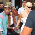 Kylie Jenner et son compagnon Travis Scott se tiennent la main alors qu'ils quittent l'Hôtel Mercer à New York. Les amoureux échangent un baiser avant de passer la journée séparément, le 21 aout 2018.