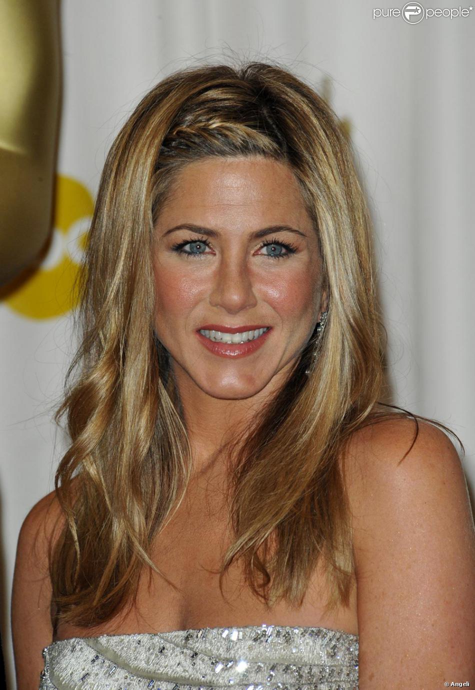 Jennifer Aniston A Opte Pour Une Natte Discrete Lors Des Oscars 2009