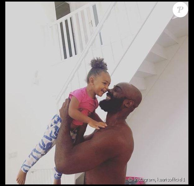 Kaaris avec sa fille Okou Brooklyn Amra pour ses premiers mots après sa sortie de prison. Le 24 août 2018.