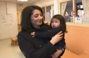 Jeannette Bougrab, retour en France avec sa petite May :