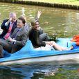 Pieter van Vollenhoven, le prince Constantijn et son frère le prince Willem-Alexander et sa femme la princesse Maxima lors de la fête de la Reine à Apeldoorn aux Pays-Bas le 30 avril 2009 juste avant que ne survienne le drame