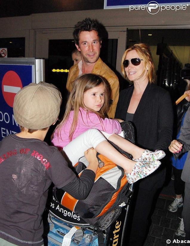 Noah Wyle son épouse tracy et leurs enfants, retour à Los Angeles le 30 avril 2009