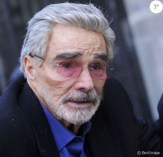 """Burt Reynolds arrive dans les bureaux """"Build AOL"""" à New York. Le 15 mars 2018"""