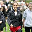 La toujours blonde Jessica Alba au milieu des coureuses anonymes dans les rues de New-York, très souriante !