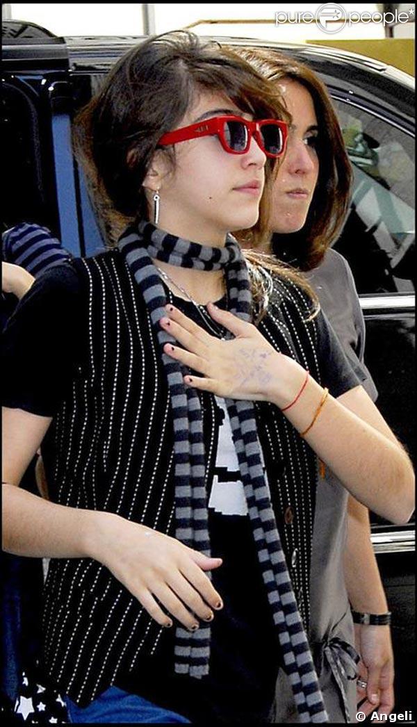 Lourdes, à son arrivée au centre de la Kabbale de New York, le 26 avril 2009 !
