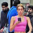 Exclusif - Lourdes Leon a été aperçue dans les rues de Londres. La fille de Madonna s'est fait tatouer le nom de sa soeur adoptive 'Mercy' sur le bras, le 20 aout 2018.