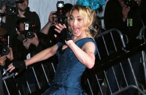 Même attristée, Madonna reste une bête de scène sur tapis rouge ! Jesus était son chevalier servant !