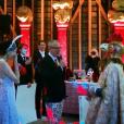 Photo Instagram du mariage d'Ashley Hicks (cousin du prince Charles et filleul du duc d'Edimbourg), avec la tête de coq, et de Katalina Sharkey de Solis, avec les oreilles de lapin, début septembre 2015 à The Grove, domaine familial des Hicks dans l'Oxfordshire en Angleterre. Ils se sont rencontrés en mai via Instagram. Pour leurs noces, la mariée portait des oreilles de lapin et le marié a enfilé une tête de coq au moment de prononcer ses voeux.