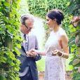Ashley Hicks (cousin du prince Charles et filleul du duc d'Edimbourg) et de Katalina Sharkey de Solis (Kata de Solis) lors de leur mariage le 5 septembre 2015 à The Grove, domaine familial des Hicks dans l'Oxfordshire en Angleterre. Photo Instagram.