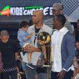 Tristan Thompson, Dahntay Jones, Kyrie Irving, Richard Jefferson, Iman Shumpert (arrière-plan à droite) et J. R. Smith lors des Nickelodeon Kids' Choice Sports Awards 2016 en juillet 2016 à Los Angeles.