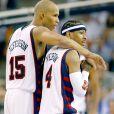 Richard Jefferson et Allen Iverson en août 2004 lors des Jeux olympiques d'Athènes, où l'équipe des USA a fini médaille de bronze.