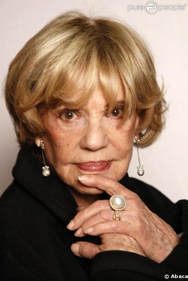 http://static1.purepeople.com/articles/2/30/67/2/@/209845-jeanne-moreau-637x0-3.jpg