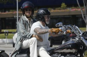 Laeticia Hallyday à Los Angeles : Virées bikers sur la moto de son Johnny