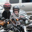 Exclusif  - Laeticia Hallyday fait une grande virée sur les Harley-Davidson de Johnny avec Pierre Billon, Philippe Fatien et Fabrice Le Ruyet (mari d'Anne Marcassus) à Los Angeles le 27 septembre 2018.
