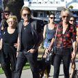 Accompagnés de Elyette, la grand-mère de Laeticia, Johnny Hallyday et sa femme Laeticia sont allés se promener en moto aux alentours de Los Angeles, le 27 septembre 2014.