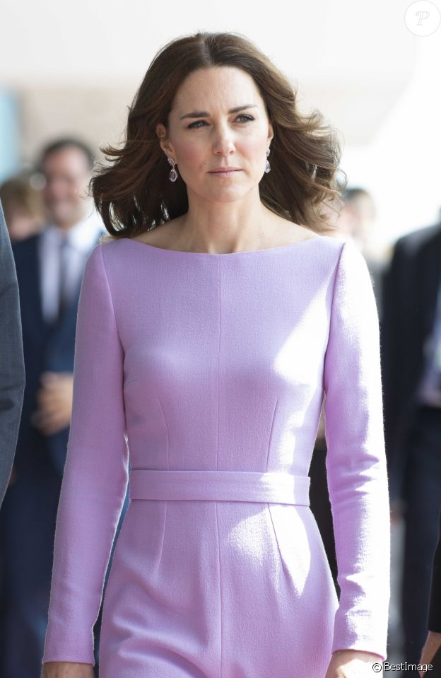 En juillet 2017, Kate Middleton portait déjà la même robe lilas de la designer Emilia Wickstead lors de son voyage officiel à Hambourg.